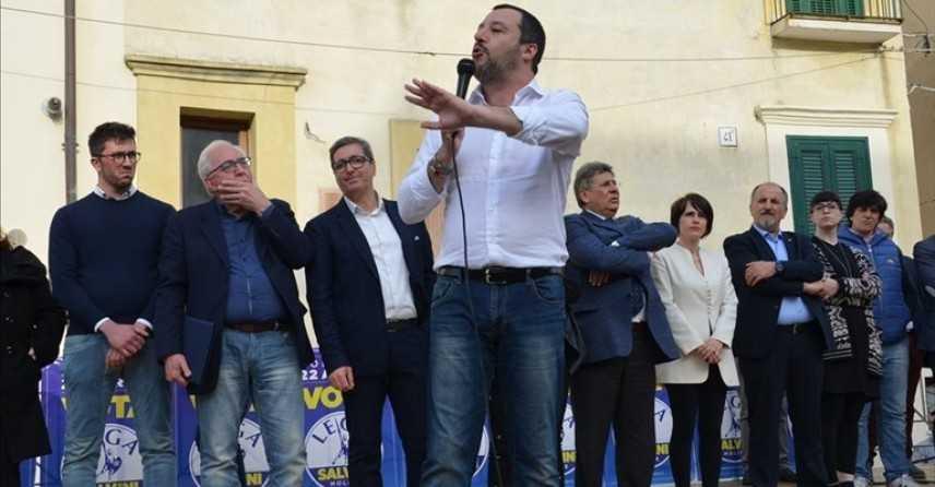 Salvini a Termoli, sostenitori 'giusto aprire crisi' 'Non si fa mettere i piedi in testa'