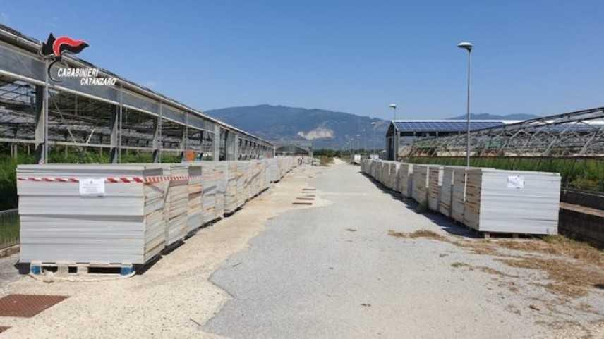 Scoperti 20 mila pannelli stoccati illegalmente nel catanzarese, denunce Cc