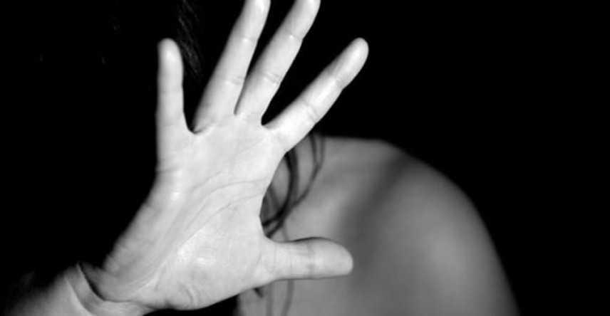 Cosenza, donna violentata per anni: 5 arresti