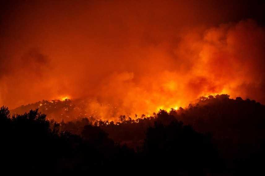 Grecia: continua a bruciare l'isola di Evia