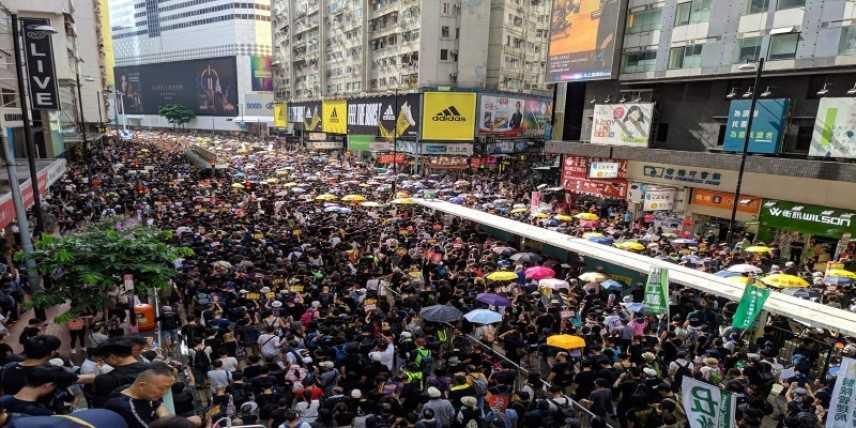 Hong Kong: di nuovo migliaia di manifestanti per le strade della città