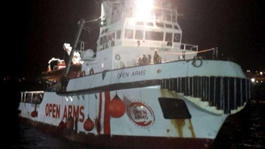 """Migranti, PM sequestra OPEN ARMS: tutti sbarcati a Lampedusa. """"Salvini io non mollo"""""""