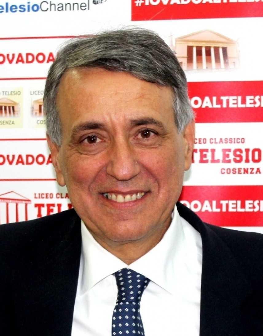 """Preside del Liceo """"Telesio"""" (CS) Cordoglio per la morte del prof. Walter Lupi"""
