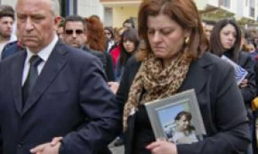 Padre 16enne bruciata viva, no permessi premio ad assassino